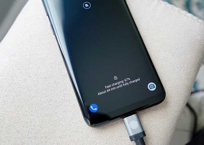 Galaxy S10 Plus sạc pin không vào